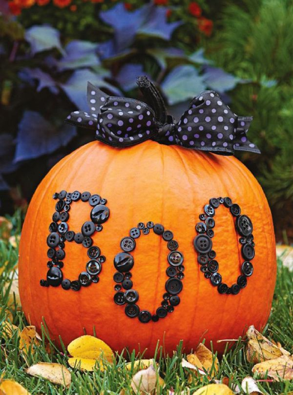 DIY Halloween Decor : Pumpkin I could spray paint the buttons I already have black to do this for free!