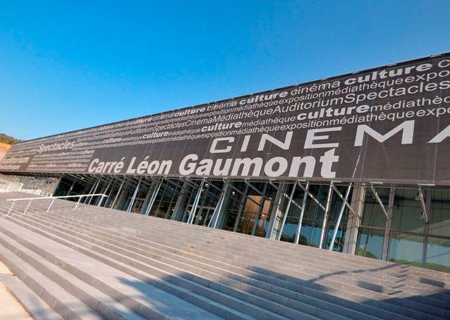 Textile Facade | Serge Ferrari composite membrane | Carré Léon Gaumont cinema - Sainte Maxime, France