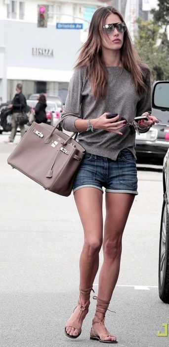Celebrity Fashion.. love it...so simple!!
