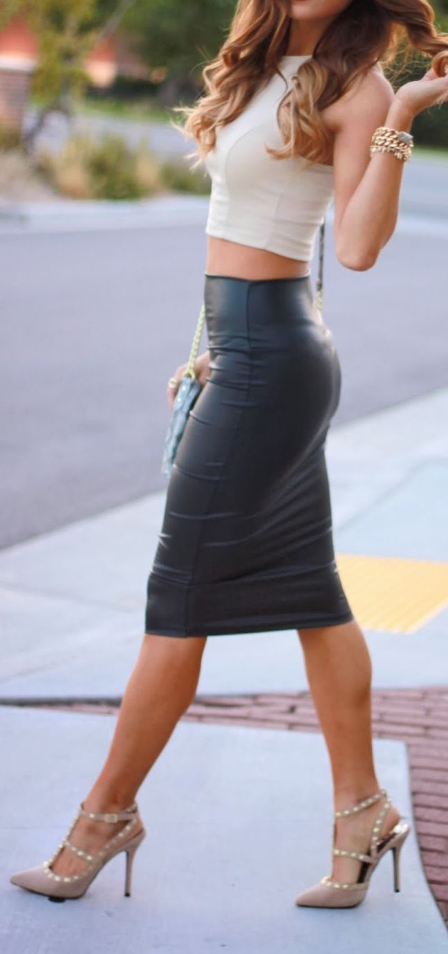 Leather skirt..  and strappy heels... perfect!