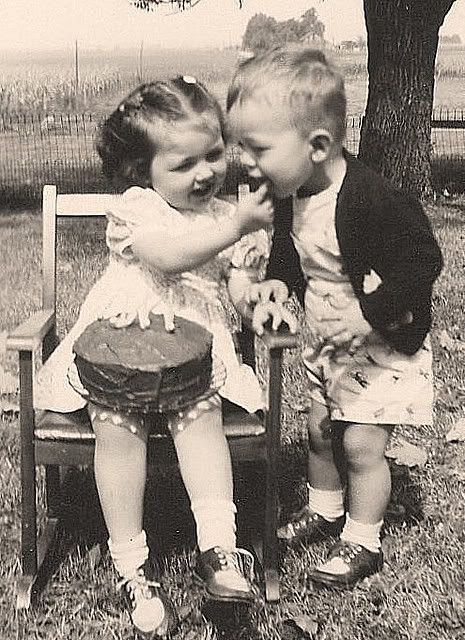 cute vintage picture....wonder if the twins would cooperate with this one?!??!