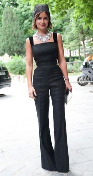 Miroslava Duma - look de verão.  Amo a combinação de que decote com o colar, as formas realmente compensar um ao outro