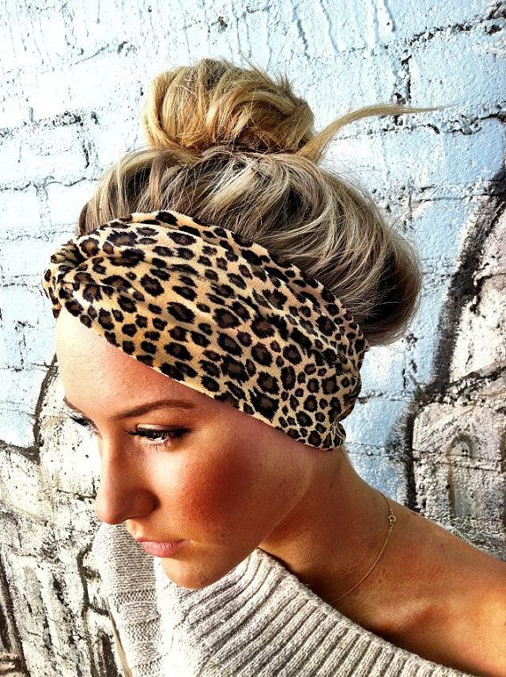 I always want to pull off this look but my hair is too heavy to be so loosely piled!