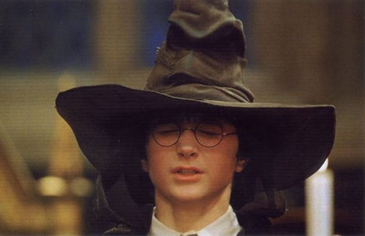 harry_potter_and_the_sorting_hat.jpg (800×518)
