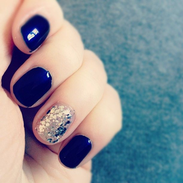 navy + silver glitter. i love how that silver polish is 3D