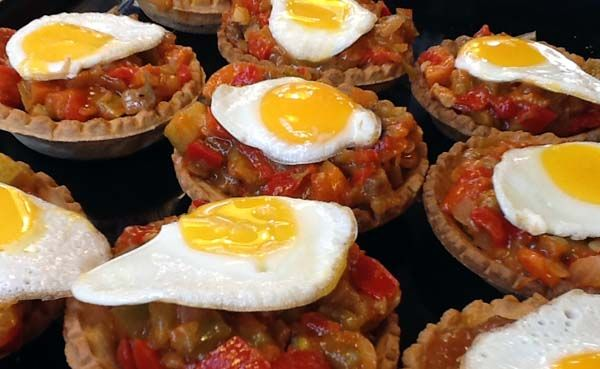 Arantzazu Izagirre Igartua •  Tartaletas de pisto con huevo -Recetas fáciles, cocina andaluza y del mundo. » Divina Cocina