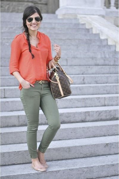 Olive green skinny jeans and a coral shirt; great color combo.