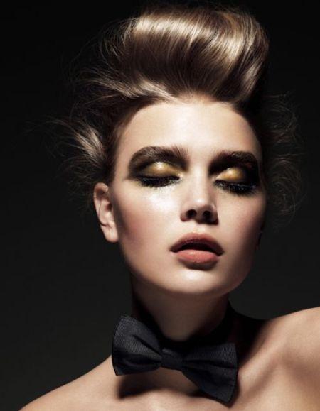 #xmas #christmas #new #years #eve #in Style #make #up #gold #NYE #smokey #eye #hair