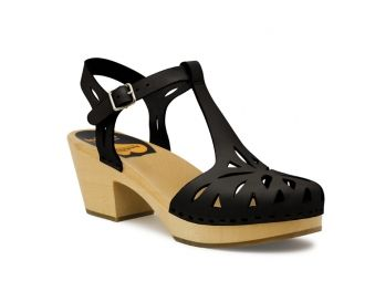 Lovely sandals from swedish hasbeens. Perhaps next summer...