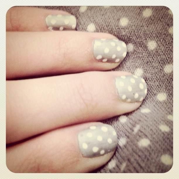 Gray Polka-Dot nails