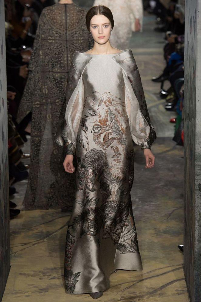Valentino haute couture 2014, cape sleeves, grey dress, baroque print dress