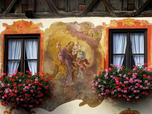 Finestre fiorite a Oberammergau, Baviera