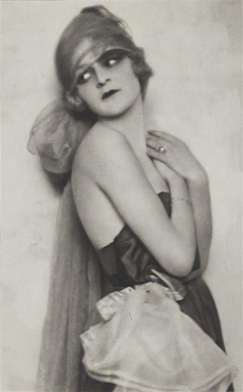 Anita Berber, by Madame d'Ora, 1921.