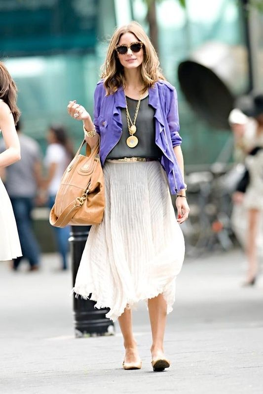 She can pull of everything so stylishly...even a midi skirt with flats!
