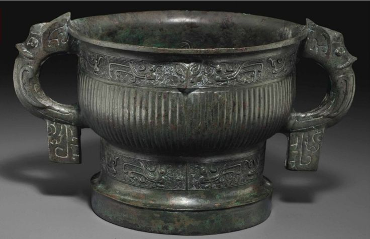 A bronze ritual food vessel, gui, Early Western Zhou Dynasty, 12th-11th century BC