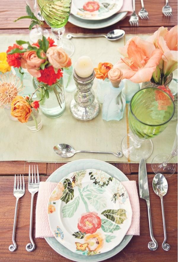 pretty plates, floral bud vase collections, seersucker napkin #wedding #springwedding #summerwedding