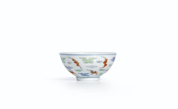 A fine doucai 'Bat and Cloud'cup, Mark and period of Yongzheng