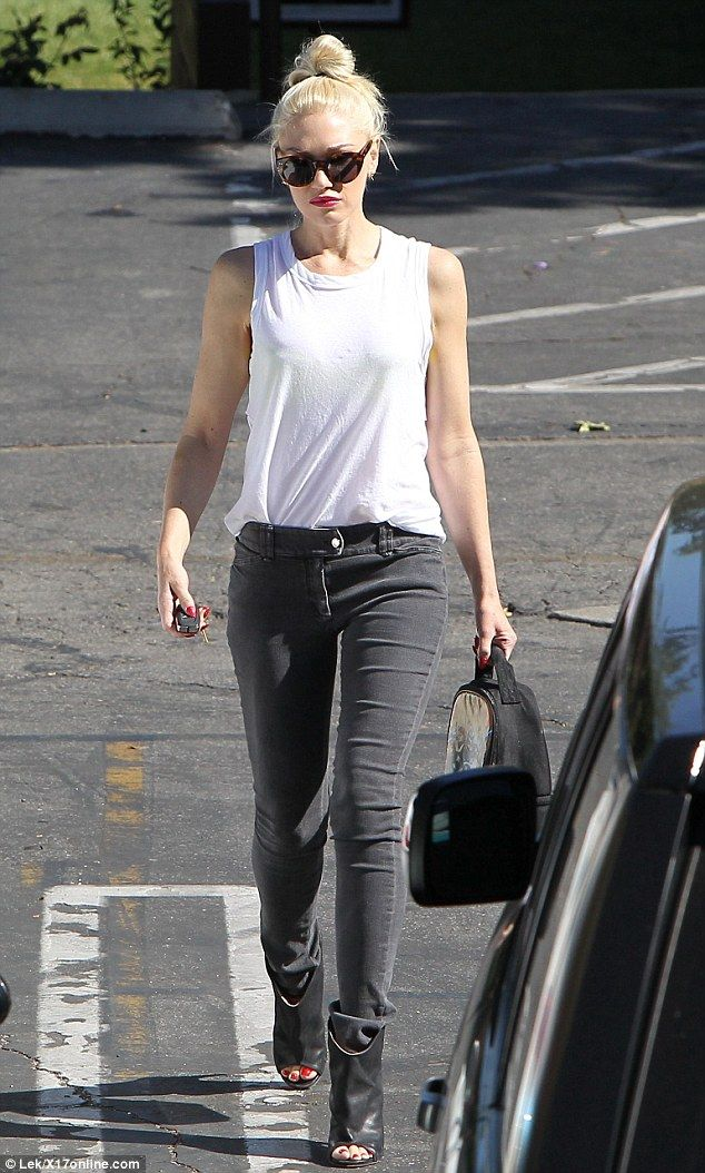 Gwen Stefani, effortless style. I wish I could look half as cool!