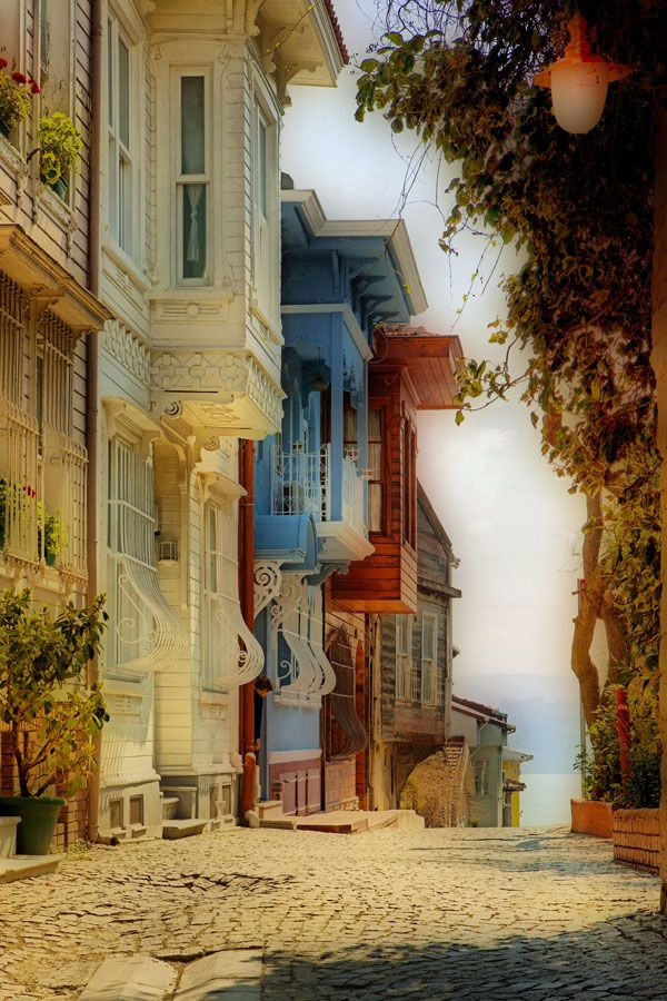 istanbul  by Sadullah Hazar