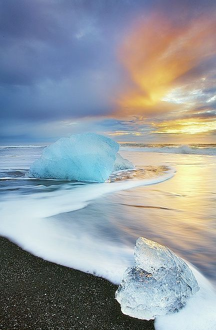 Sunrise at Jökulsárlón Beach, South Coast, #Iceland