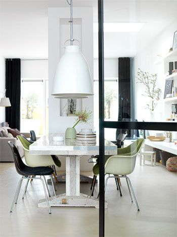 Interior photo by Louis Lemaire spotted at http://www.vtwonen.nl White Caravaggio P4 pendant http://www.lightyears.dk/lamps/pendants/caravaggio-white/caravaggio-p4-e27.aspx