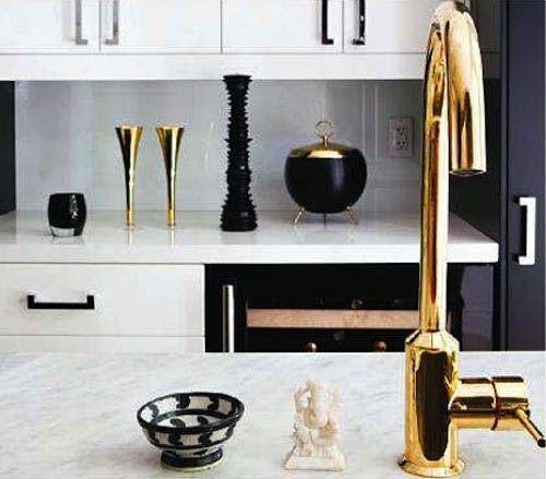 brass-faucet-black-details-kitchen