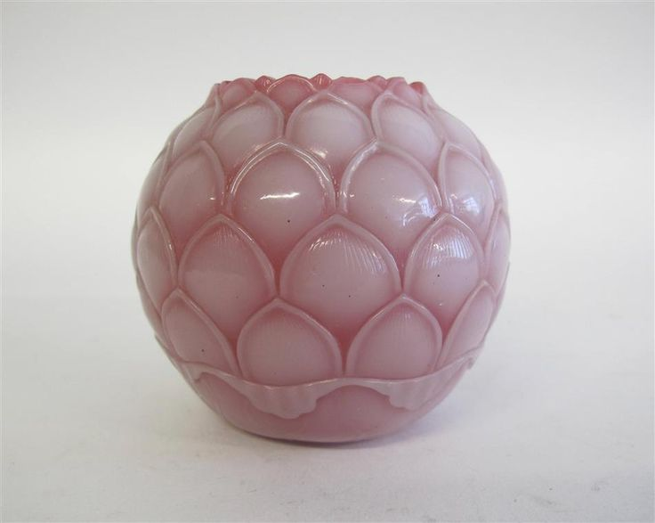 Chinese carved pink and white glass lotus-form vase,Qing dynasty
