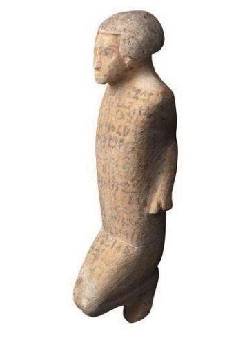 Figurine magique à l'effigie d'un étranger ligoté, 12e dynastie, fin du règne d'Amenemhat Ier, Soudan, Mirgissa, nord-ouest de la ville ouverte. Calcaire polychrome. H. 13 ; l. 5,3 ; pr. 3,5 cm © Lille, université de Lille 3