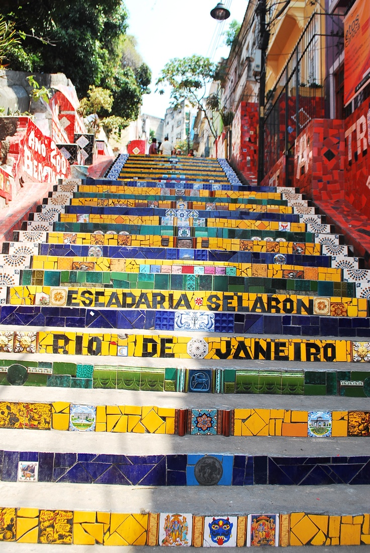 Al hombre que cambió su metro cuadrado en Río #escadas #selaron #riodejaneiro #brazil #stairs #colors #colorfull #beautiful #love #travel #backpacking