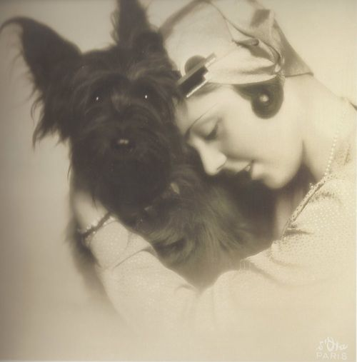 Madame d'Ora- Madame Jean Lassalle portant des bijoux Jean Fouquet et un chapeau de Madame Agnès, mars 1929. http://fantomas-en-cavale.tumblr.com