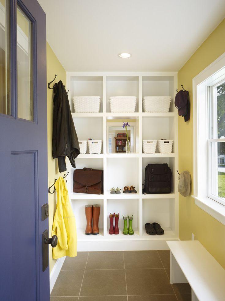 Cute storage nook/entry.