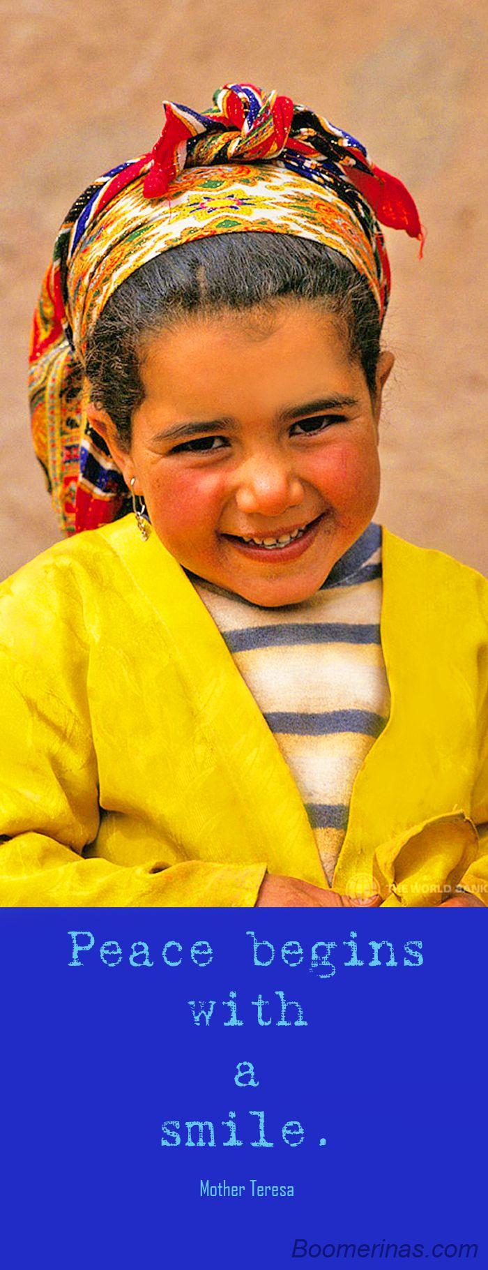 La pace inizia con un sorriso - immagine mondo bancario raccolta di foto su Flickr Creative Commons - bambina dal Marocco