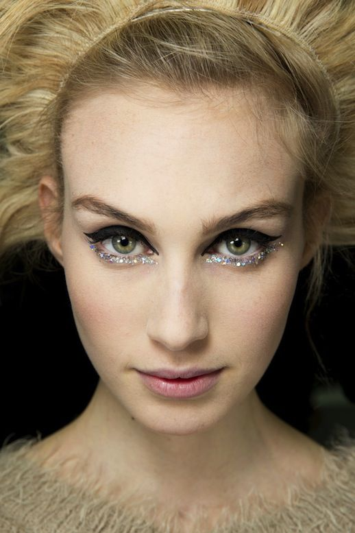 BACKSTAGE BEAUTY: CHANEL COUTURE S/S 2014 | BLACK + GLITTER EYELINER - Le Fashion