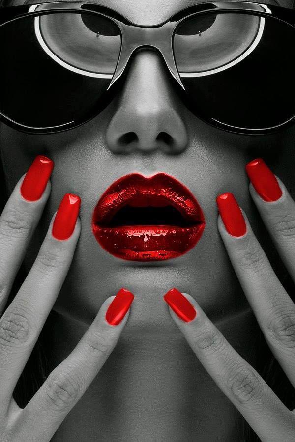 Descubro um tom, avermelhado de amargura, estonteante e rejuvenescido... Texto: Marcelo H. Zacarelli Do poema: Raras Incertezas