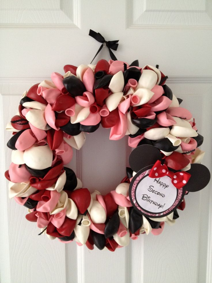 Minnie Mouse Balloon Wreath idea