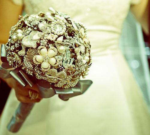 Un bouquet de novia elaborado con joyas.