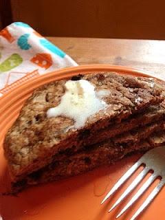 the preppy paleo: Sweet Paleo Zucchini Pancakes. Using almond meal, coconut flour, coconut milk, eggs, coconut oil.