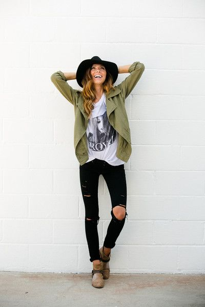 Love this Olive Linen Jacket! And distressed skinny black pants :)