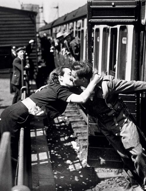 A soldier of the British Expeditionary Force returns home, 1940 Photo: Ginger Stanley