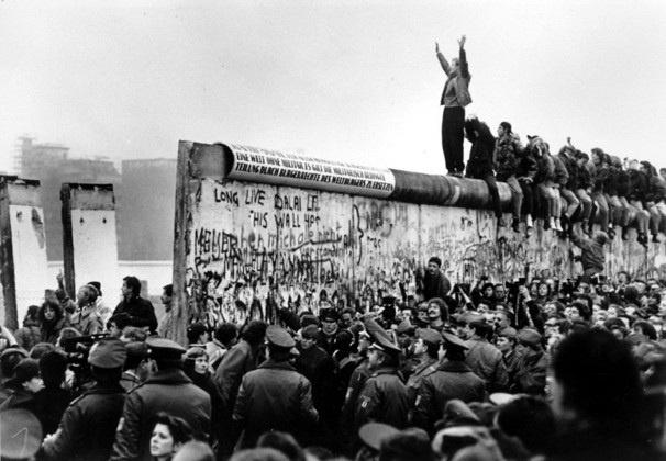 berlin wall coming down 1989 things i love pinterest on berlin wall id=45284