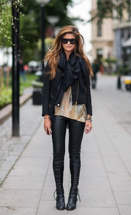 a mix of black leather with pretty pink details. {#leggings} {#leatherjacket}
