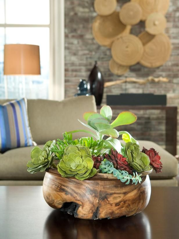 I'm so obsessed with succulents and succulent arrangements right now.
