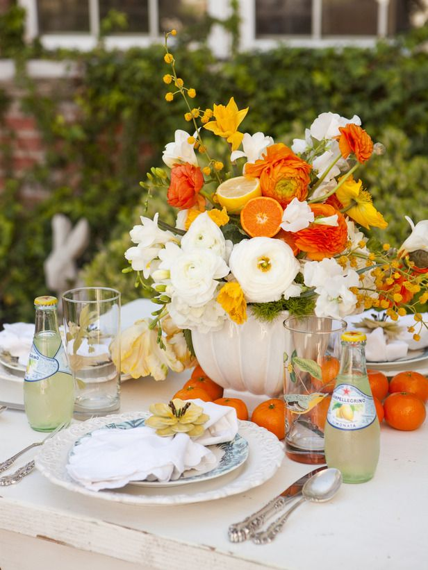 Mother's Day Brunch inspiration by One Charming Party (Sara Westbrook and Brittany Egbert). Florals by Twigg Botanical. Photography by Nicole Hill Gerulat.