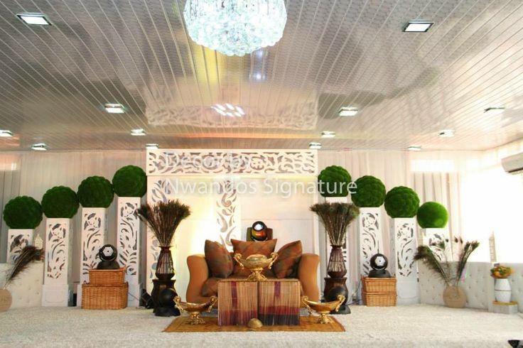 Smart traditional decor....