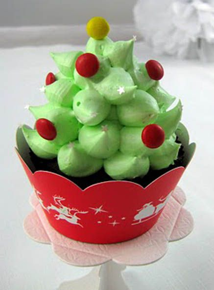 Peppermint Marshmallow Christmas Tree Hi Hat cupcakes 2 @Marlaina Harper Harper Harper Harper Bair from Santa