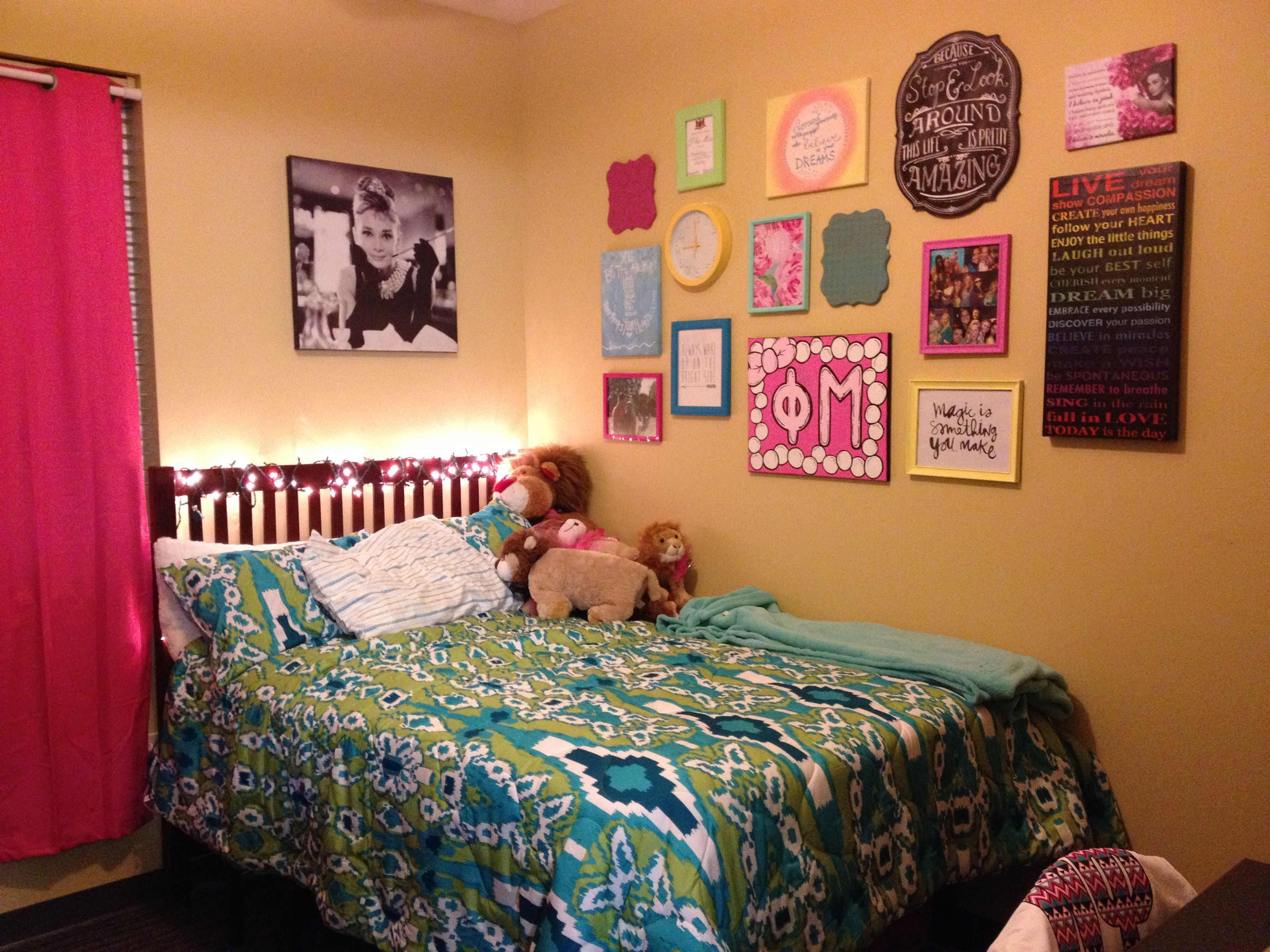 dorm room wall decor college pinterest on wall decorations id=38948