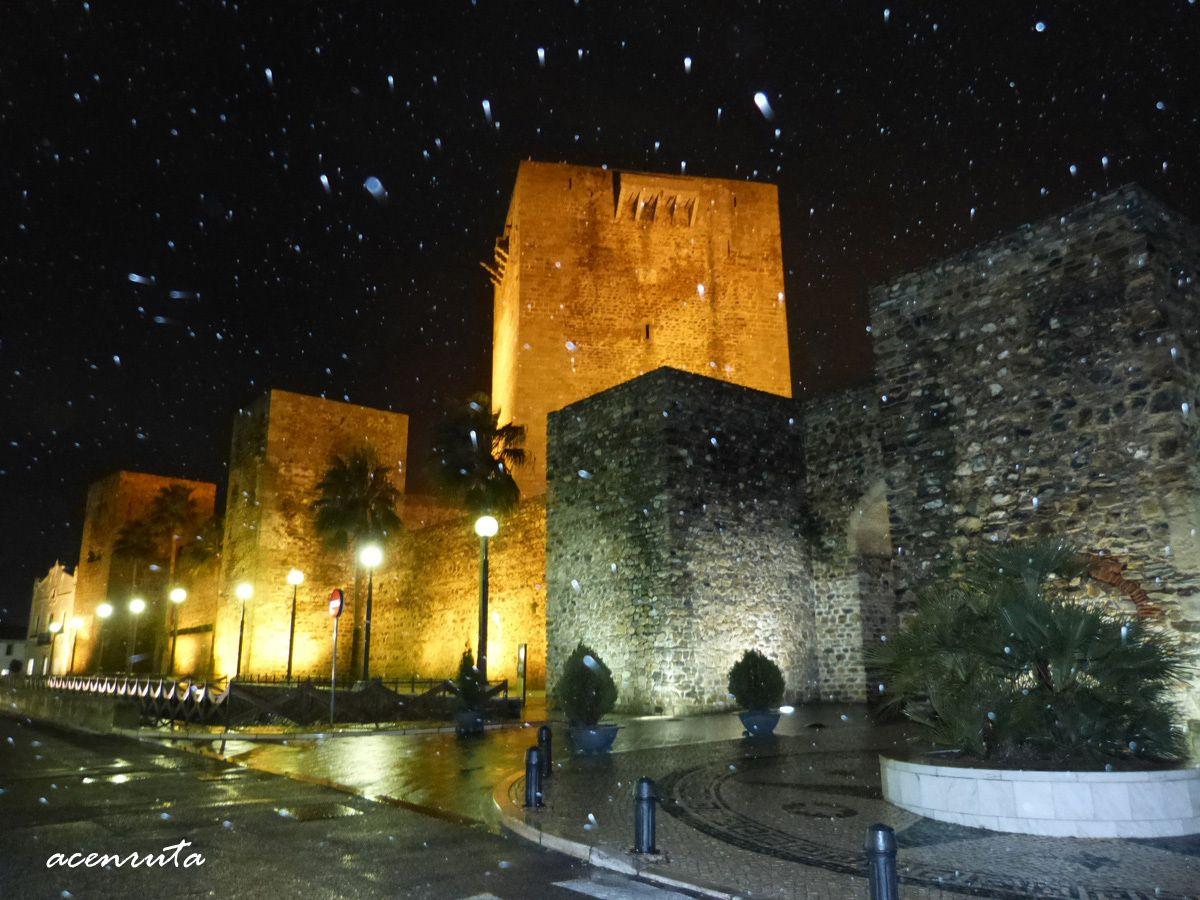 Olivenza: Vista nocturna de la muralla y de la Alcazaba