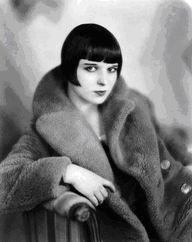 Louise Brooks, the 1920s and 30s actress who made this kind of bob iconic. Học viện tóc quốc tế Korigami Hà Nội 0915804875 (www.korigami.vn) ... đào tạo tất cả các lĩnh vực chuyên môn ngành tóc / cắt tóc / ép uốn tóc / tạo kiểu tóc / nhuộm tóc / nối tóc / gội sấy tóc / bới tóc / trang điểm / vẽ móng nghệ thuật ... trình độ từ cơ bản lên nâng cao ... có những lớp học cấp tốc hoặc chuyên sâu từng môn học theo yêu cầu ... BẢO HÀNH TRÁCH NHIỆM 100%