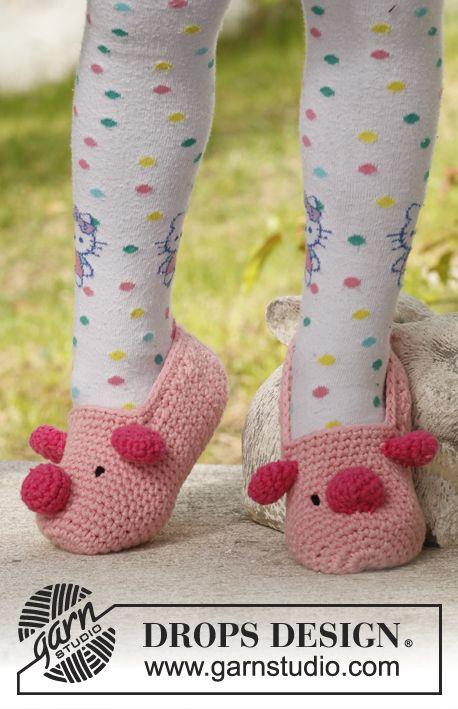 Crochet DROPS pig slippers in Paris