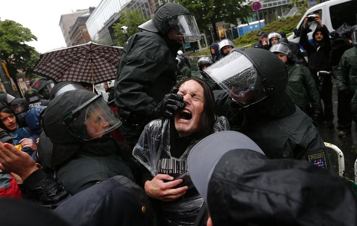Scontri Durante La Protesta del Movimento Blockupy, una Francoforte, in Germania.  (Kai Pfaffenbach, Reuters / Contrasto)
